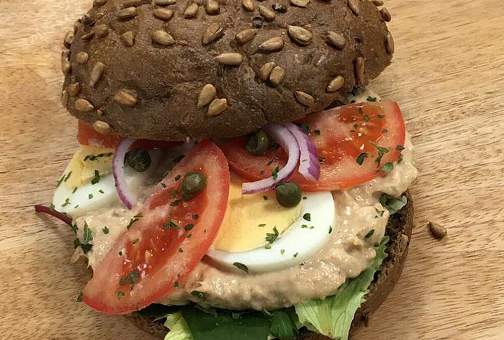 Broodje tonijnsalade € 8,75